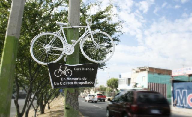 bici-blanca-periferico-ok
